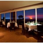 キラウエア火山の赤い火口とボルケーノハウスのご夕食